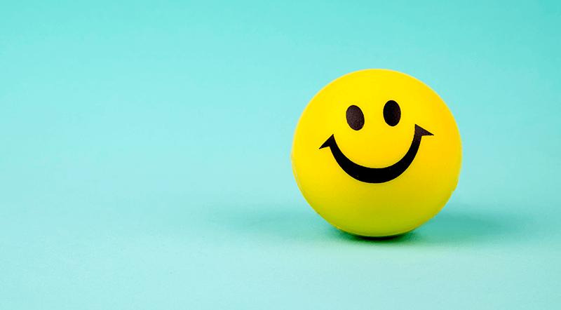 Fundo azul com carinha smile