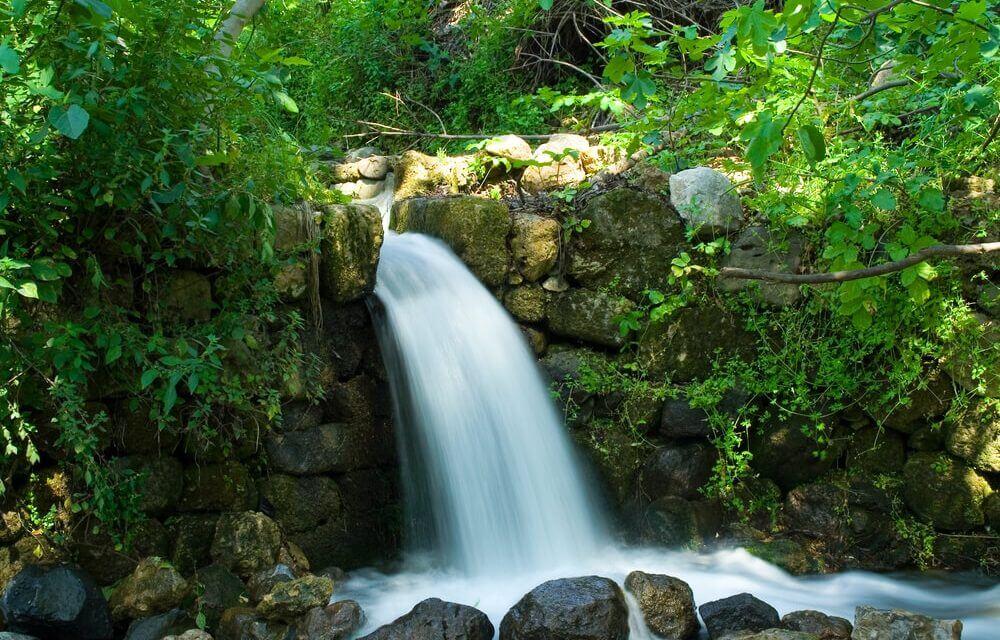 fonte de água natural