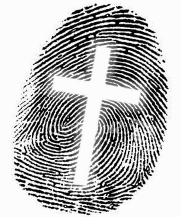 Desenho em preto e branco da digital de um dedo. No meio há o desenho de uma cruz.