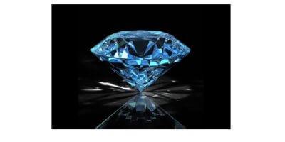Fundo preto. Imagem de um diamante lapidado.