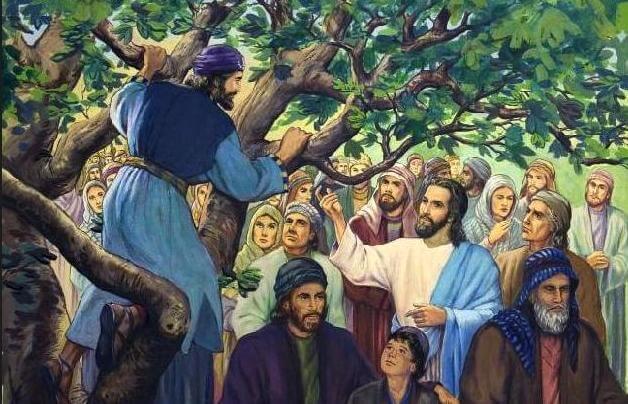 Desenho de Jesus chamando Zaqueu de cima da árvore em meio à multidão.